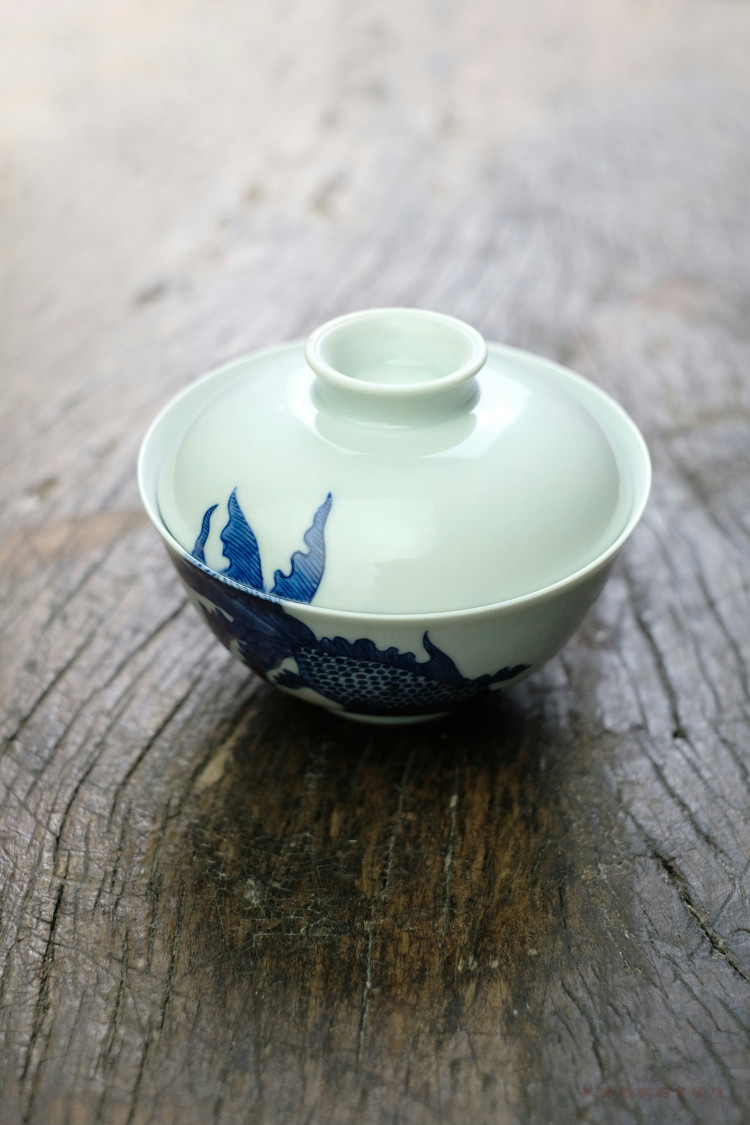 The rule in micro defects offered home - cooked view hand - made tureen jingdezhen blue and white porcelain is hand - made ceramic tea cups