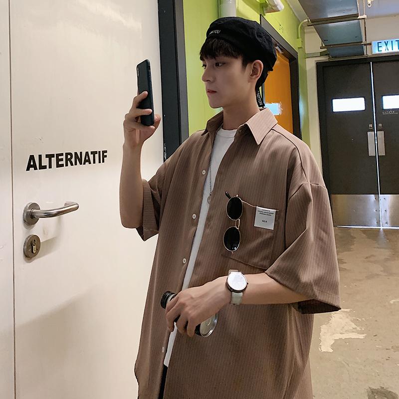 @ 方 少 服装 الصيف الكورية مخطط قميص قصير الأكمام زوجين من الذكور عارضة فضفاضة وسيم قميص من خمس نقاط الاتجاه