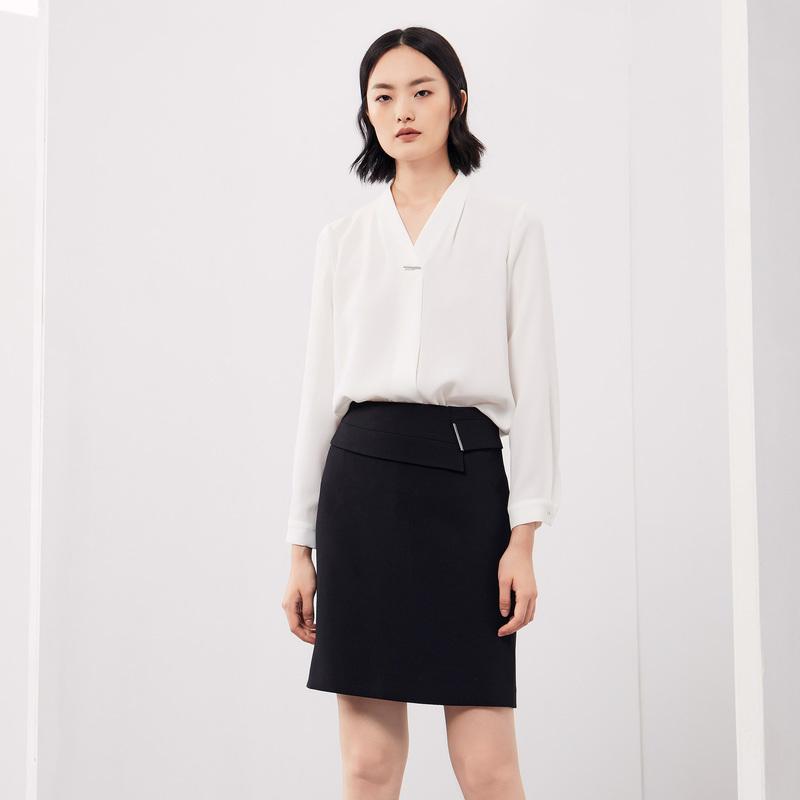 舒朗 2018秋季新款女士白色短款小衫V领套头长袖衬衫淑女 DSH3G01