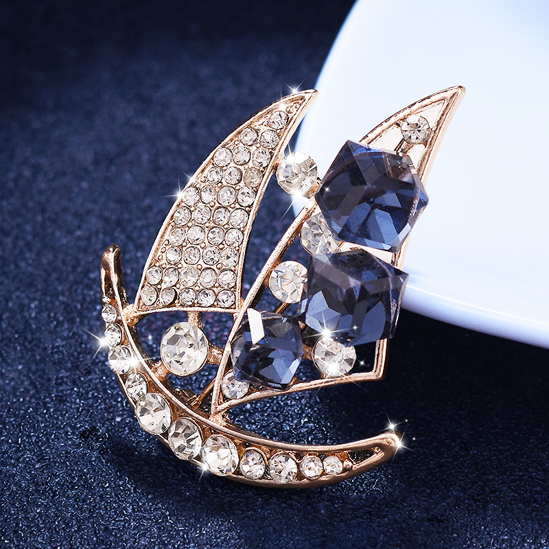 Europe and America sailing brooch men's suit suit brooch female British wind pin buckle simple collar needle jacket with accessories