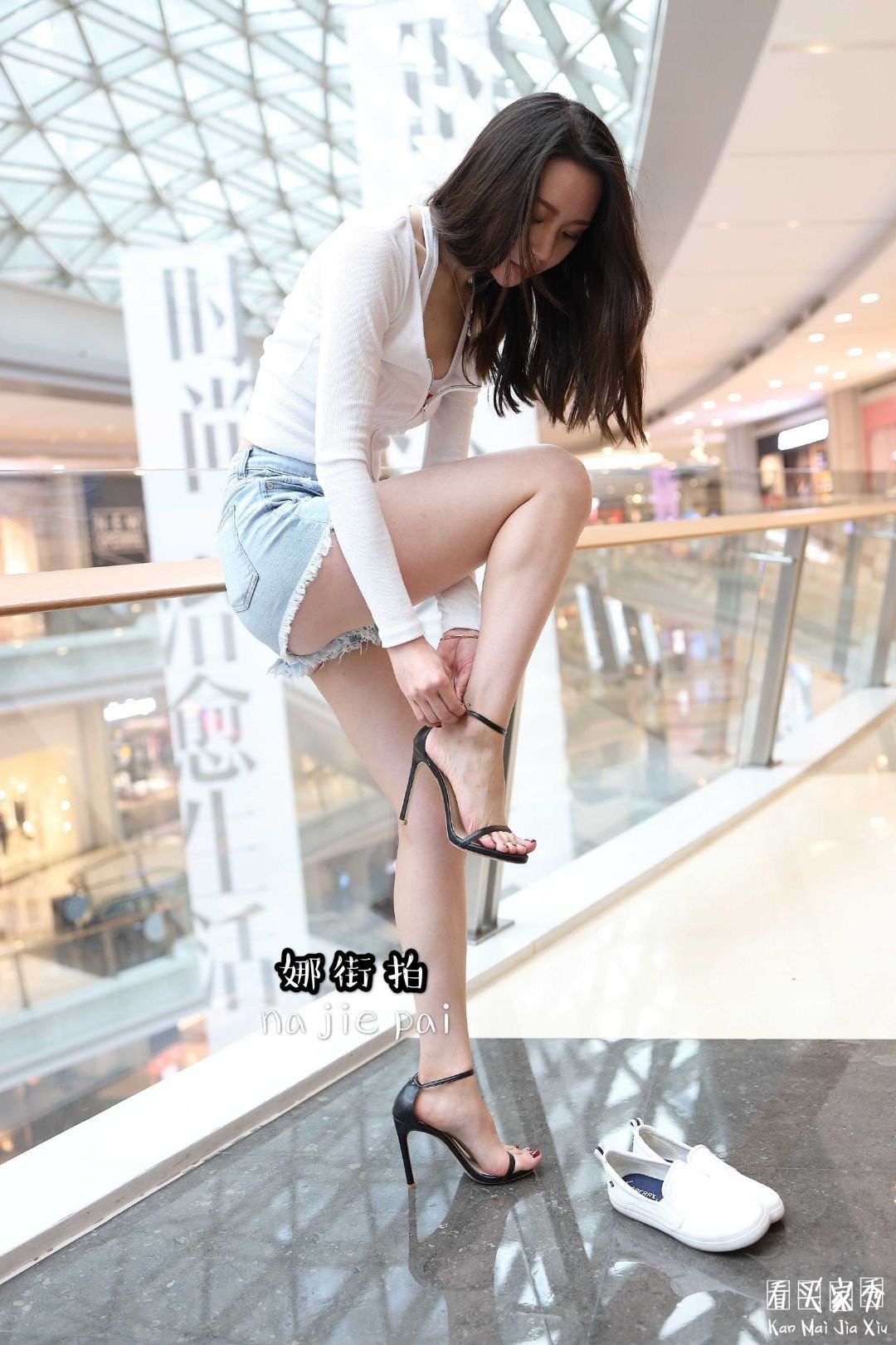 [街拍美女]娜街拍大尺度超短热裤蜜桃臀美女,这臀部流线,堪称魔鬼身材5