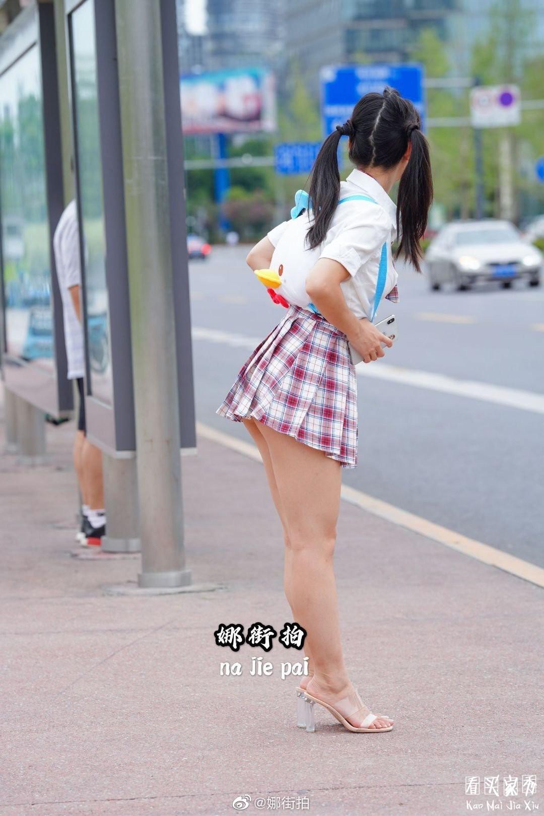 [街拍美女]JK小香风气质超短裙美女,妖风什么时候来,摄影师等不及了5