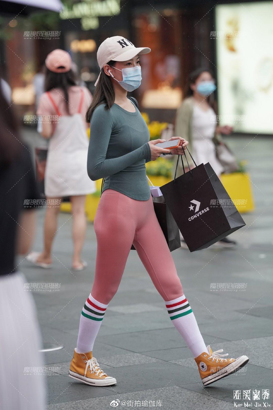 [街拍美女]性感紧身无痕运动裤,时尚休闲,凸显身材的美3