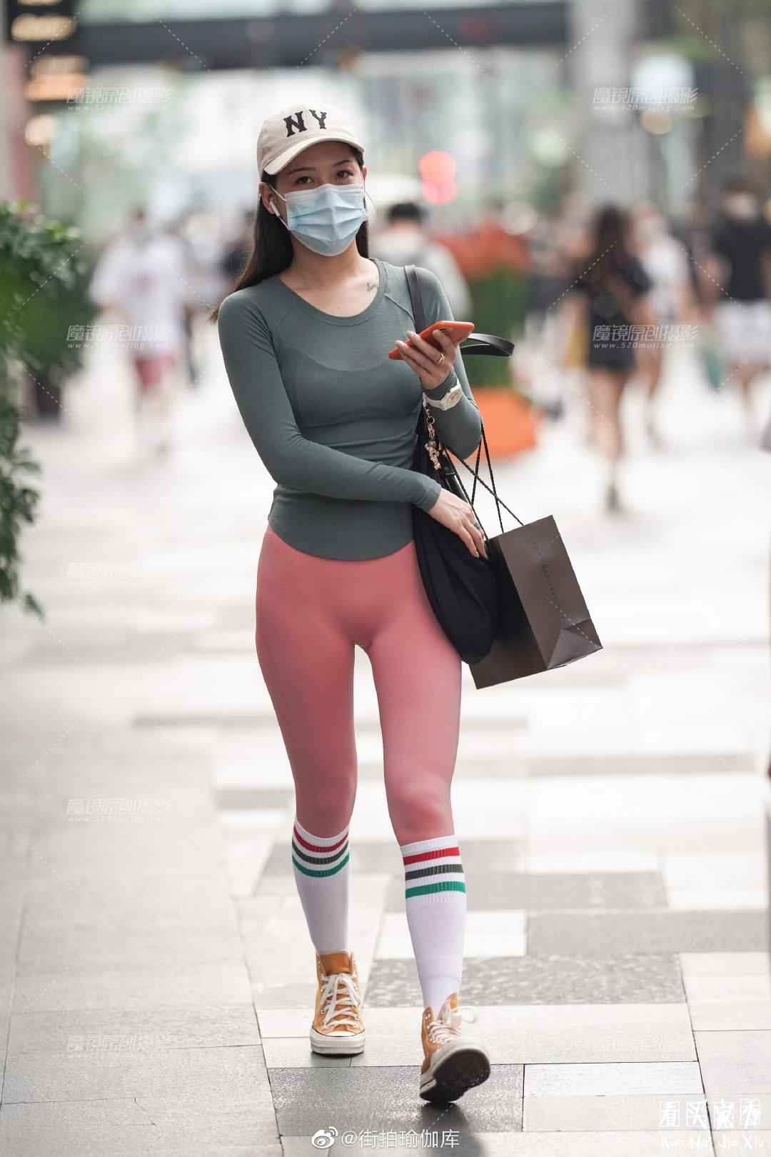 [街拍美女]性感紧身无痕运动裤,时尚休闲,凸显身材的美