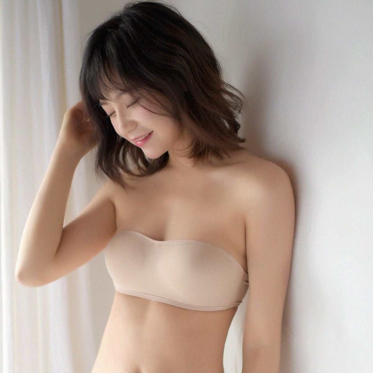 13dad4c7c7 Japanese strapless invisible bra non-slip non-woven underwear women wedding  bra gather seamless bra summer thin