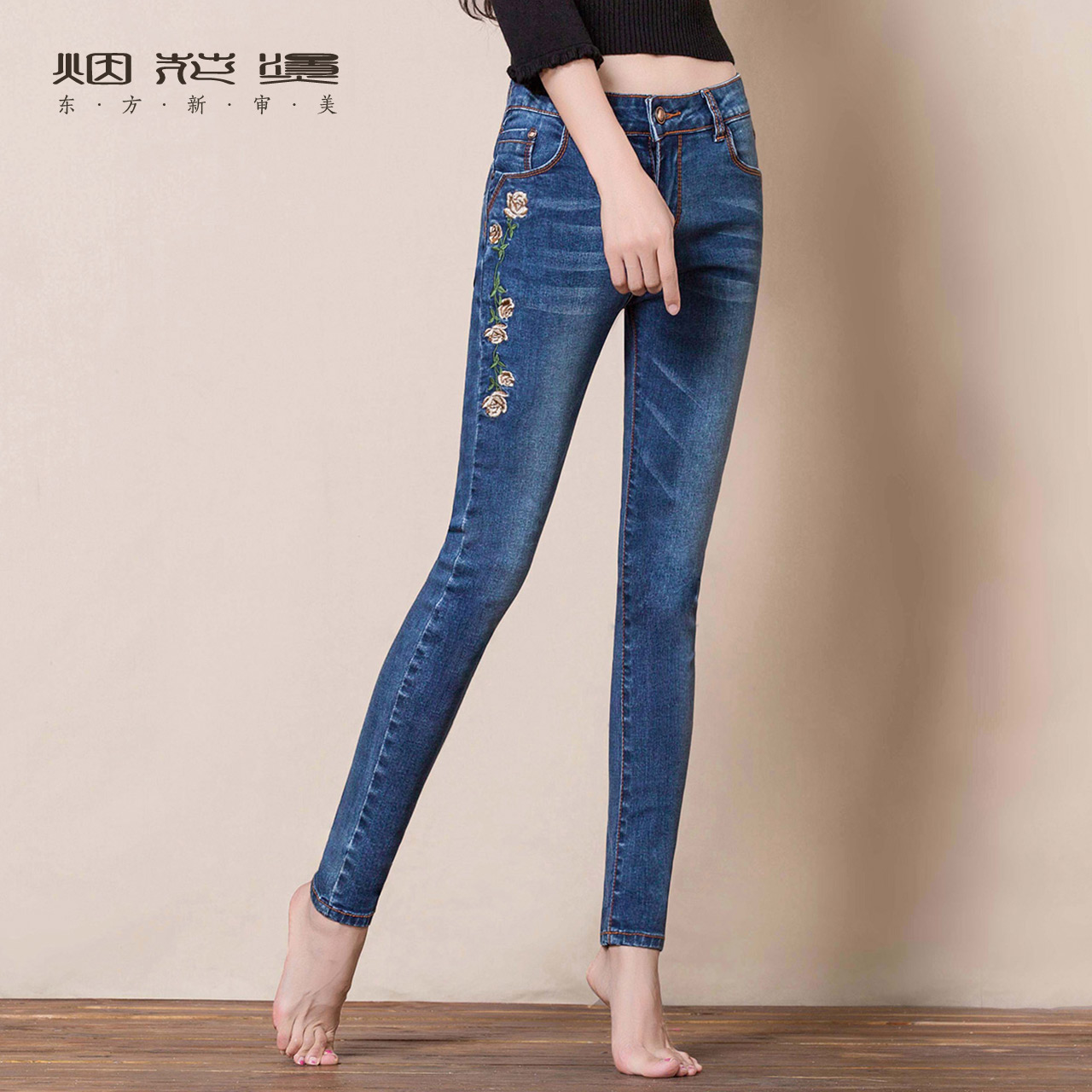 Fireworks hot 2019 summer new pants female fashion embroidery stretch casual pencil feet pants jeans Lotus embroidery