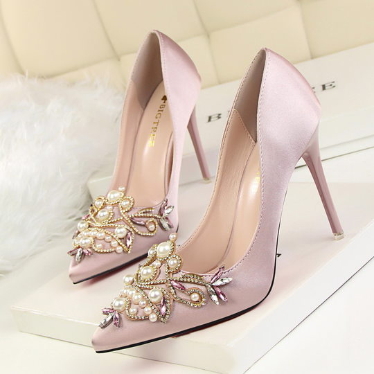 Retro European and American style sexy elegant party shoes high heels high heel shallow mouth pointed satin pearl rhinestone shoes