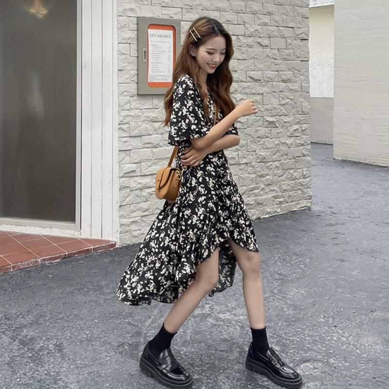 2021年新款法式碎花连衣裙子女夏季茶歇复古小众设计感雪纺中长裙