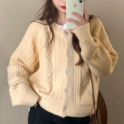 taobao agent Sweater women loose outer wear autumn and winter 2021 new style retro Hong Kong style wild short twist knitted cardigan jacket