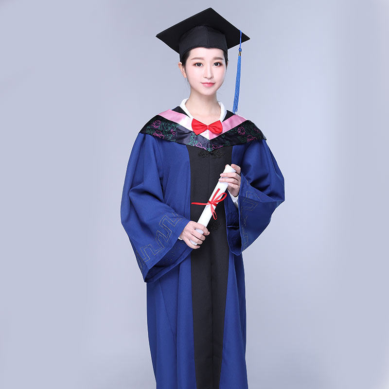 Master\'s degree dress male and female graduation gown bunches caps ...