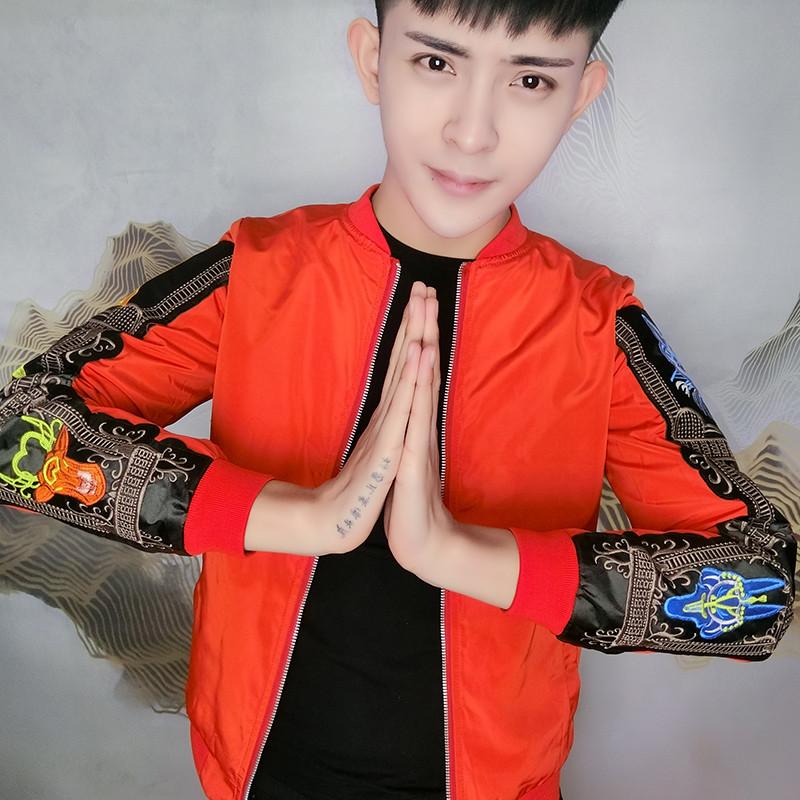 Nhanh tay đỏ người đàn ông Xianyang với người đàn ông đứng cổ áo jacket xu hướng đẹp trai mỏng mỏng dây kéo áo thêu áo khoác