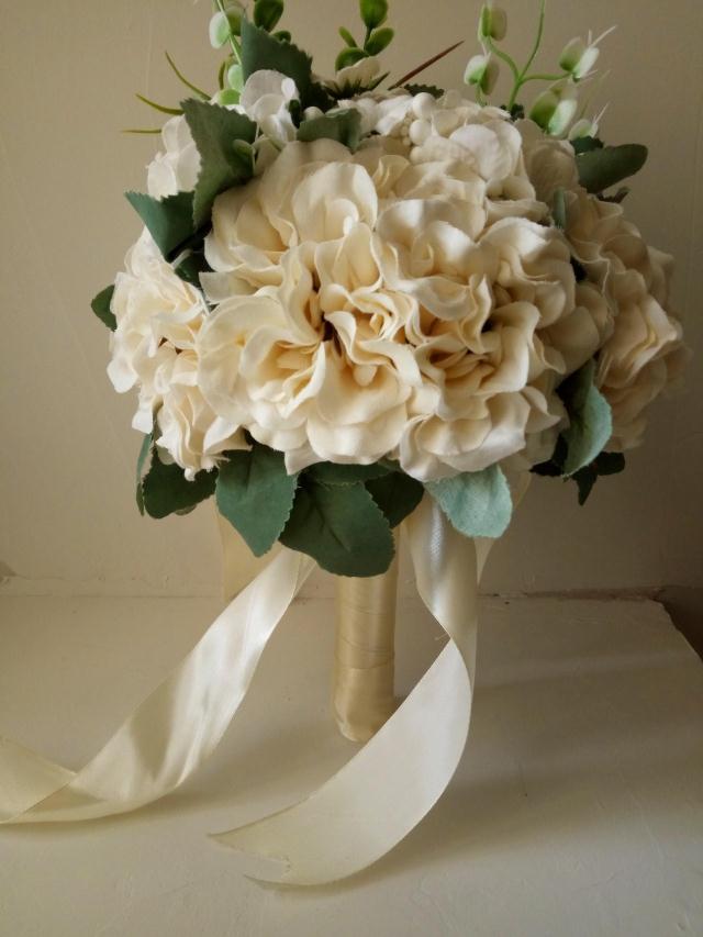新款手捧花仿真红白玫瑰婚礼小清新韩式外景新娘摄影拍摄道具花束