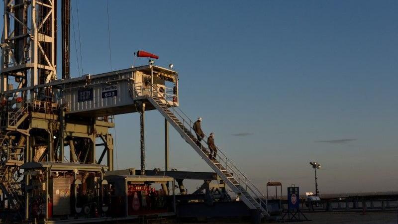 随着油价持续反弹,美国页岩油生产商开始恢复部分产能