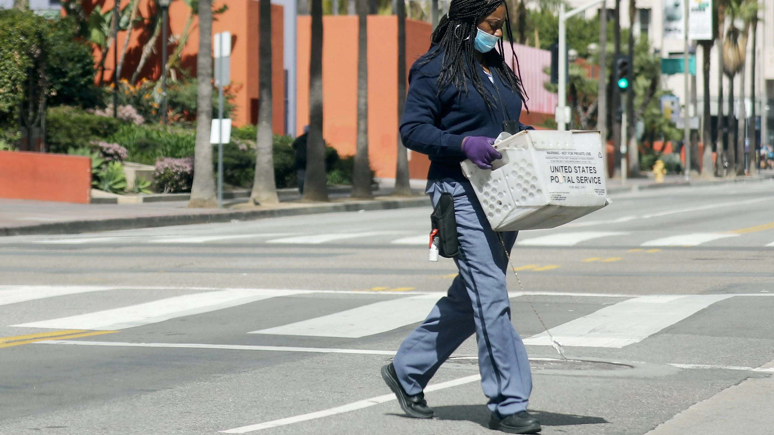 美国一周内新增失业328万人,风险资产不跌反而暴涨,因救助法案提供了缓冲