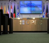 2月12日油价反弹近2%,终结了此前的六日连跌之势,因亚股站稳脚跟,不过美国石油产量增长阴霾则笼罩油市,这令OPEC及俄罗斯牵头的减产努...