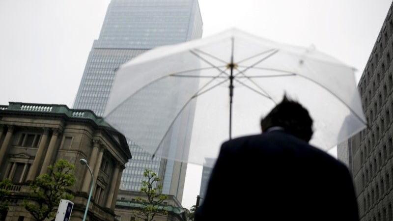尽管越来越多的麻烦迹象迫使美联储降息,但日本央行维持利率不变