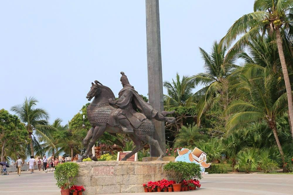 历史名人雕塑区