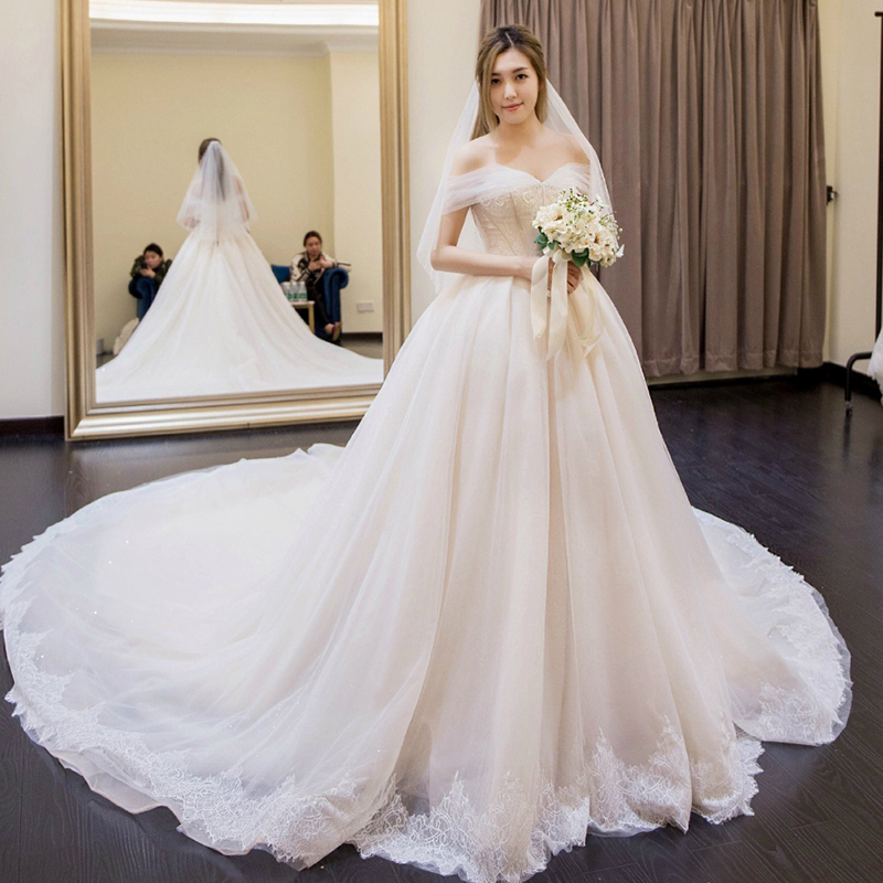 f5747c4410d One-shoulder simple wedding dress 2019 new Korean bride married long tail  slim Slim thin court Qi