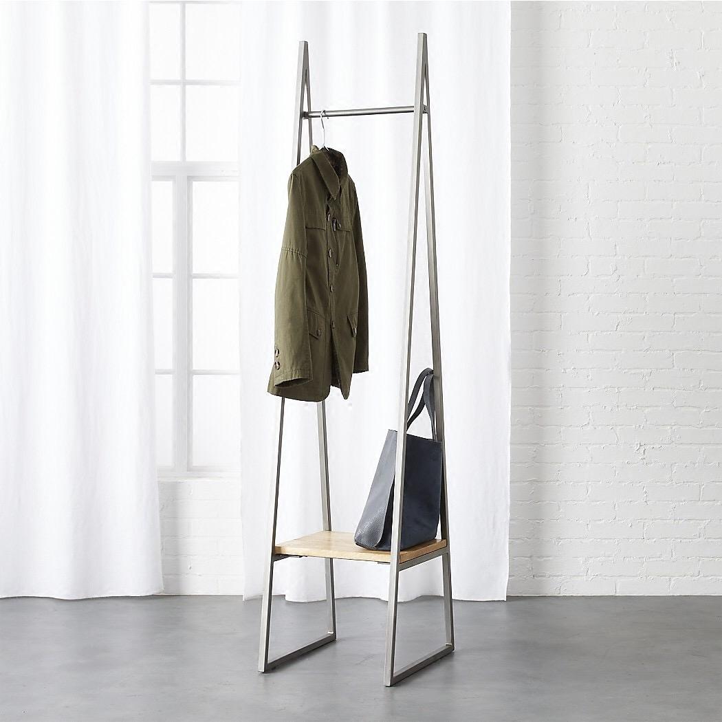 Cửa hàng quần áo đồ nội thất tam giác sắt rèn hiển thị đứng quần áo trưng bày giá quần áo giá sàn móc áo