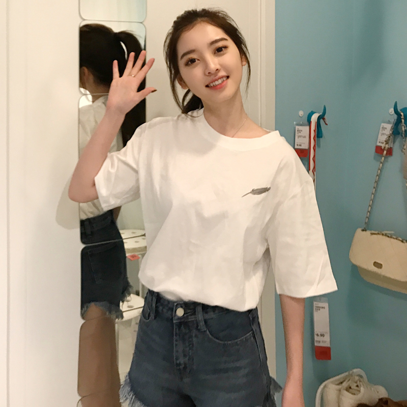The white T-shirt female summer clothing Han version new style sleeps the wind bf short sleeves to show solicitude for on originally the student loose mahjong piece something like a joker card short-sleeved garment clothes