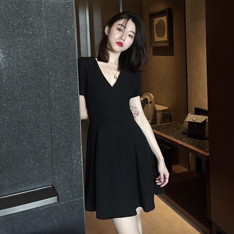 夏天也要黑白配,酷黑少女的夏日穿搭 服装 第11张