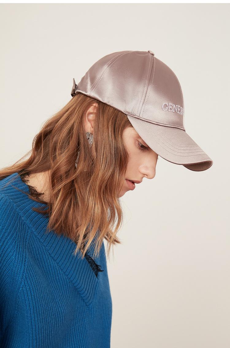 Lily2019春新款女装棒球帽,字母绣花,潮流感缎面字母刺绣鸭舌帽棒球帽