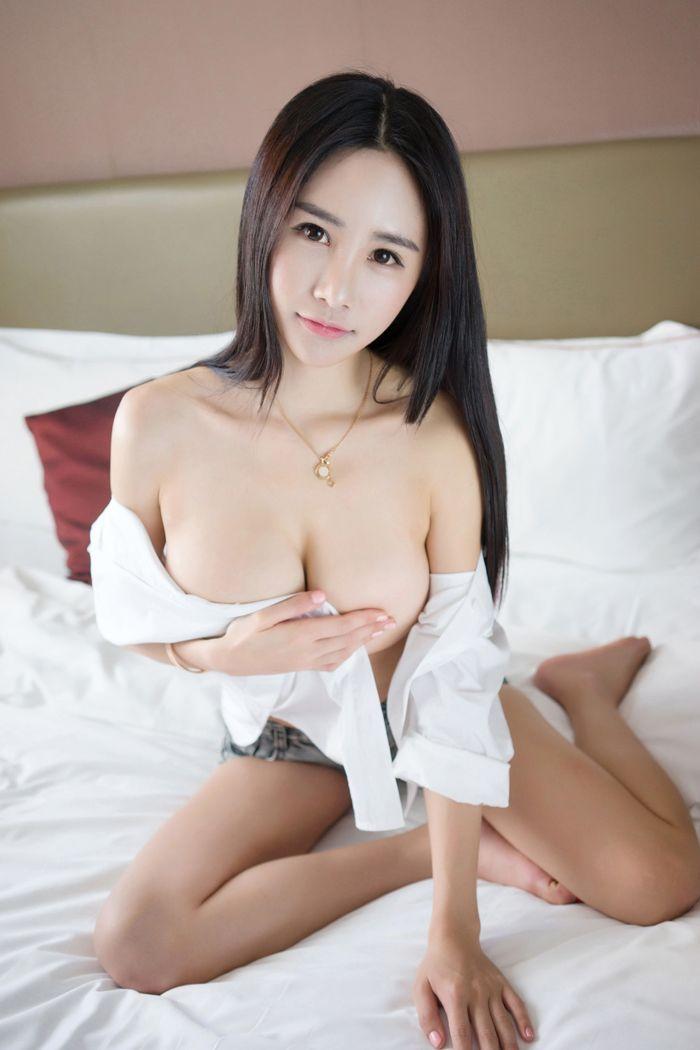福利美图_宅男女神琳琳妹子巨大美乳玉手都托不住