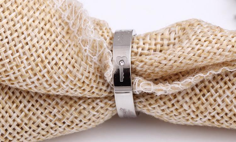 中國代購 中國批發-ibuy99 新款韩版饰品首饰水钻情锁个性设计钛钢情侣戒指广东货