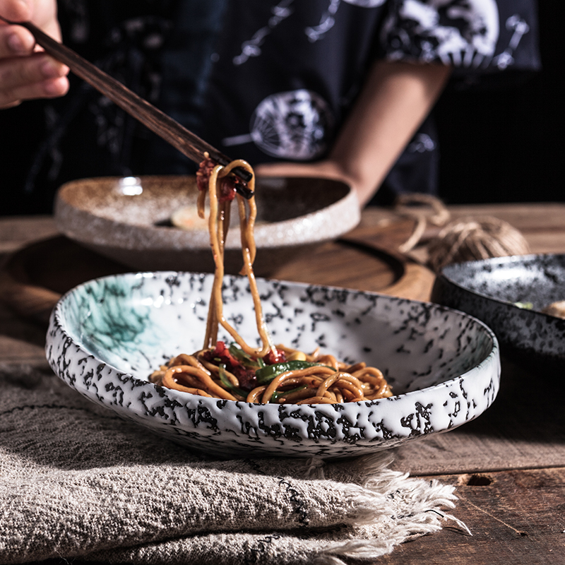 Sáng tạo cá tính phong cách cao kết cấu tấm gốm retro net bộ đồ ăn màu đỏ nhà ăn tối tấm ăn nhẹ cạnh dày tấm - Đồ ăn tối