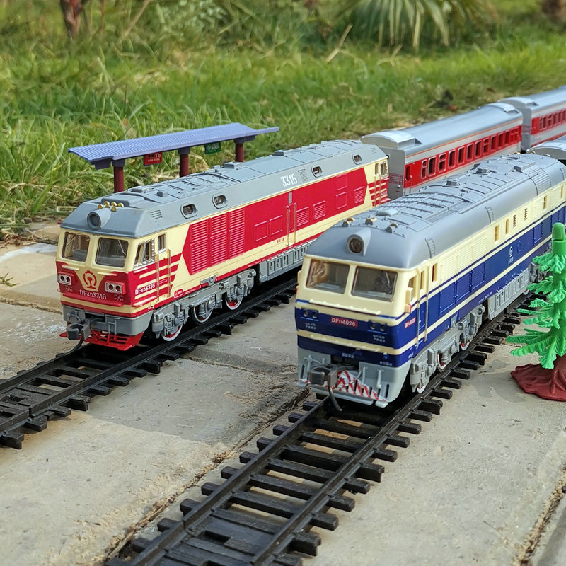 Work hard Dongfeng super long simulation electric track steam high-speed rail green skin small train model children's toys for boys and girls