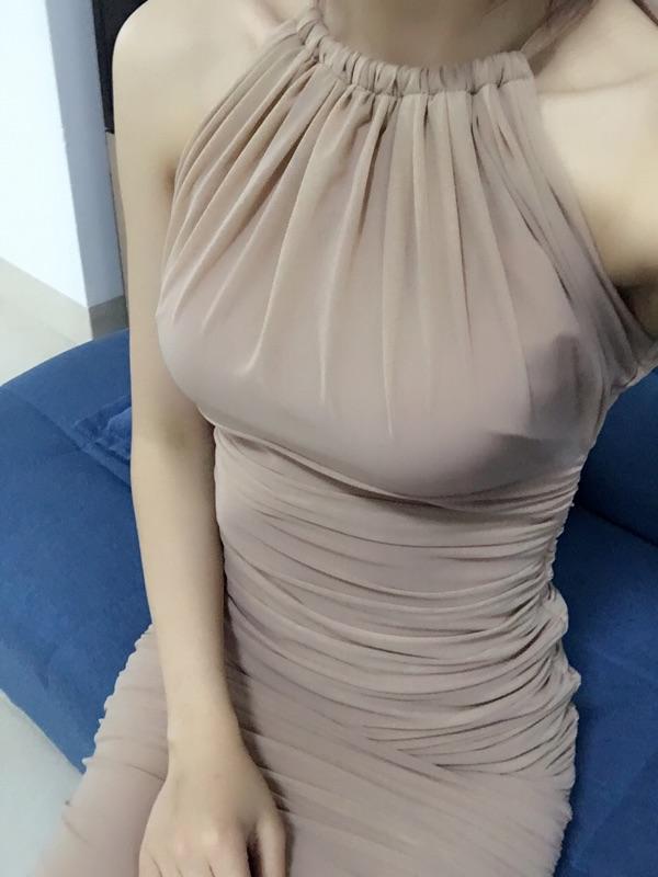 COCO实拍店优雅性感紧身包臀女神名媛时尚气质挂脖甜美纯色连衣裙