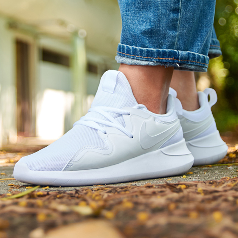 9a1343ae5 ... Nike Nike women's shoes 2019 summer new TESSEN sports white shoes  breathable casual running shoes AA2172 ...
