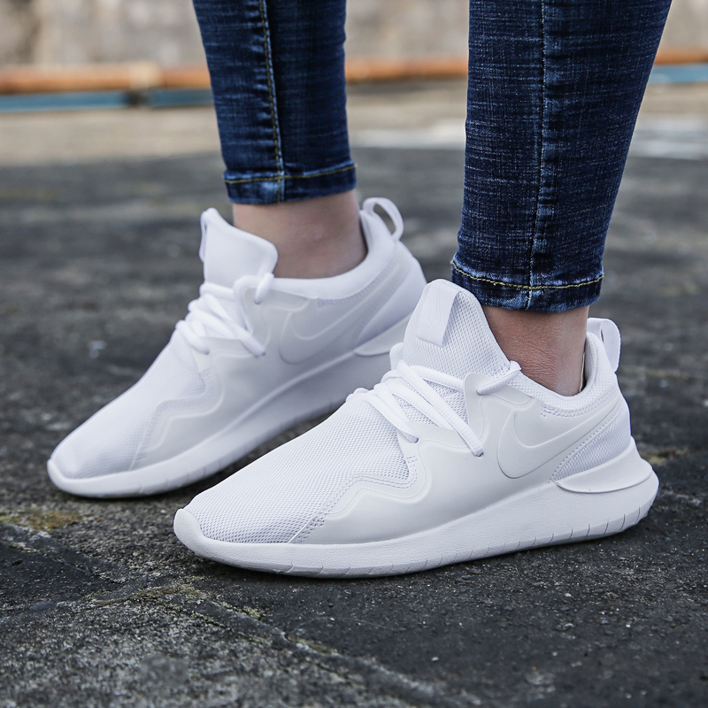 Nike Nike women s shoes 2019 spring new TESSEN sports white shoes  breathable casual running shoes AA2172 f928af568