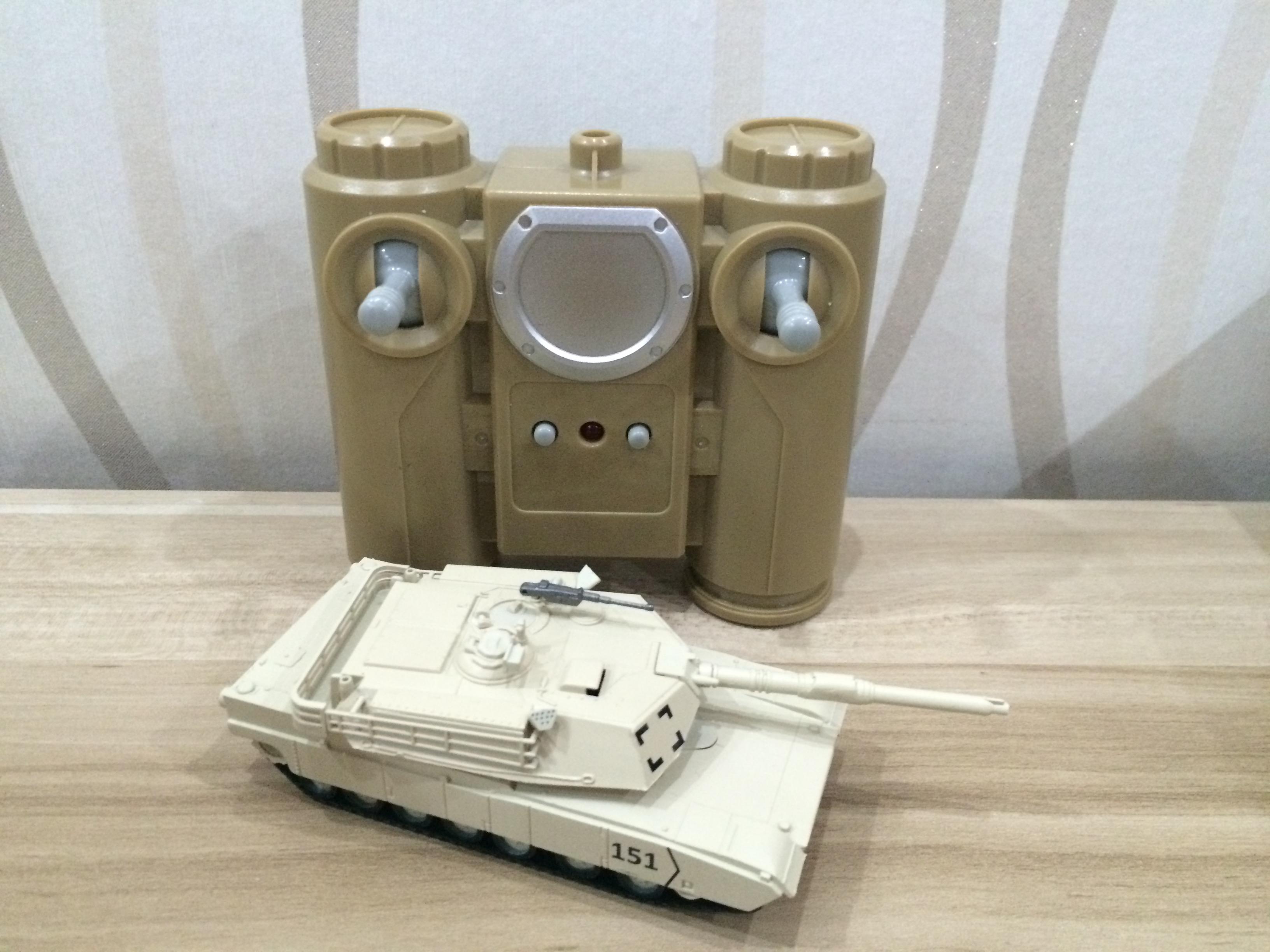 遥控坦克 1:72美国M1A1主战坦克 沙漠黄 2.4G 无线遥控