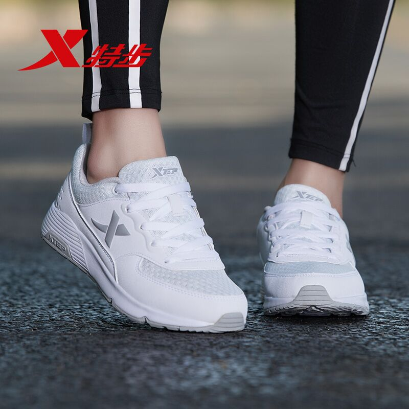 特步女鞋运动鞋2019春季新款正品跑步鞋网面透气2018皮面休闲鞋子