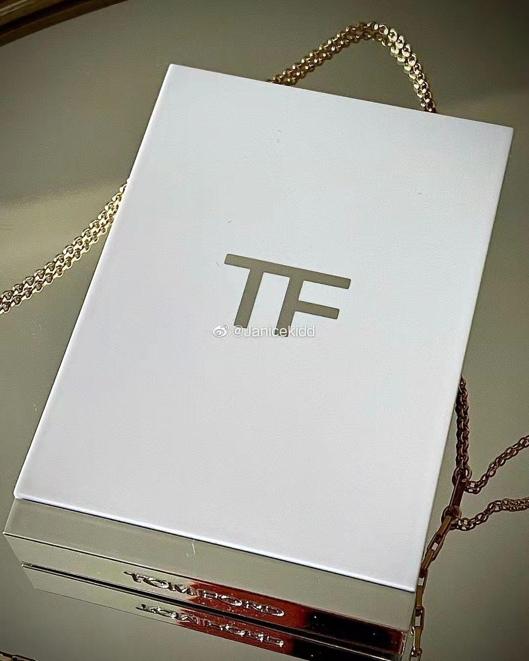 妍妍彩妝預\/Tom Ford TF2021圣誕限定白盤X2 Lava Lustre\/ 01 四色眼影盤