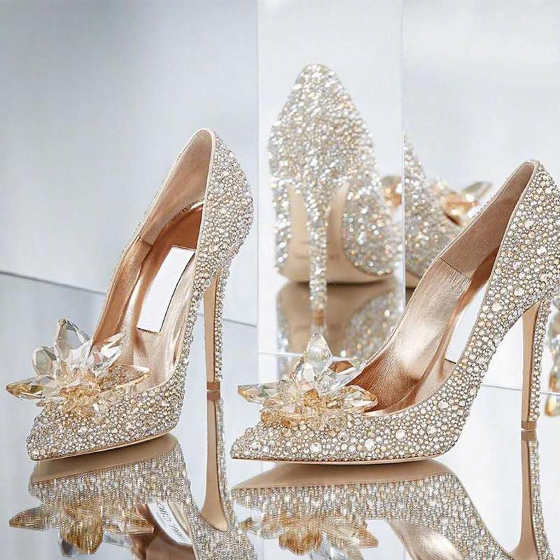 婚鞋女2020新款v高跟高跟伴娘鞋婚纱水钻新娘细跟银色灰姑娘水晶鞋