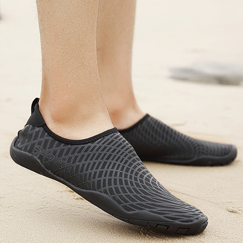 62be4978a Executive men and women barefoot cool soft shoes snorkeling shoes Beach  couple diving shoes non-slip Beach socks wading swimming shoes