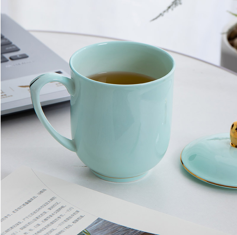 Jingdezhen ceramic cups with cover household ipads porcelain cup green glaze gold cup working meeting of mugs