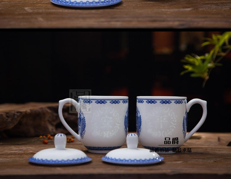 Jingdezhen blue and white porcelain cup with cover and exquisite ceramic cups hollow out a cup of water glass cup and cup boss