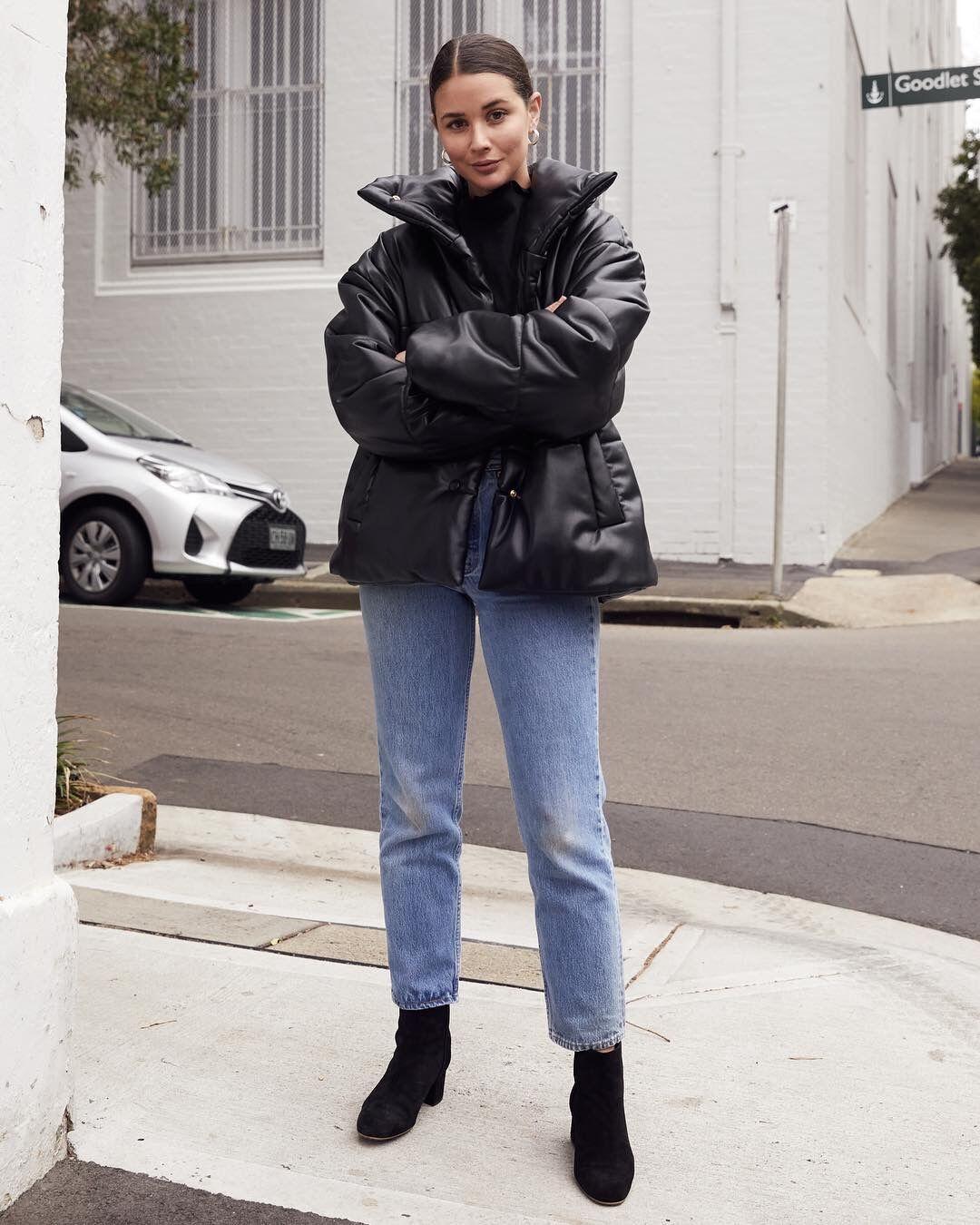 冬天最显瘦的黑色羽绒服,怎么穿不沉闷?
