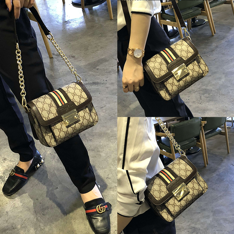 66581a6b0ee9 Hong Kong purchasing leather handbags 2018 autumn and Winter new Lock Chain  small square bag wild