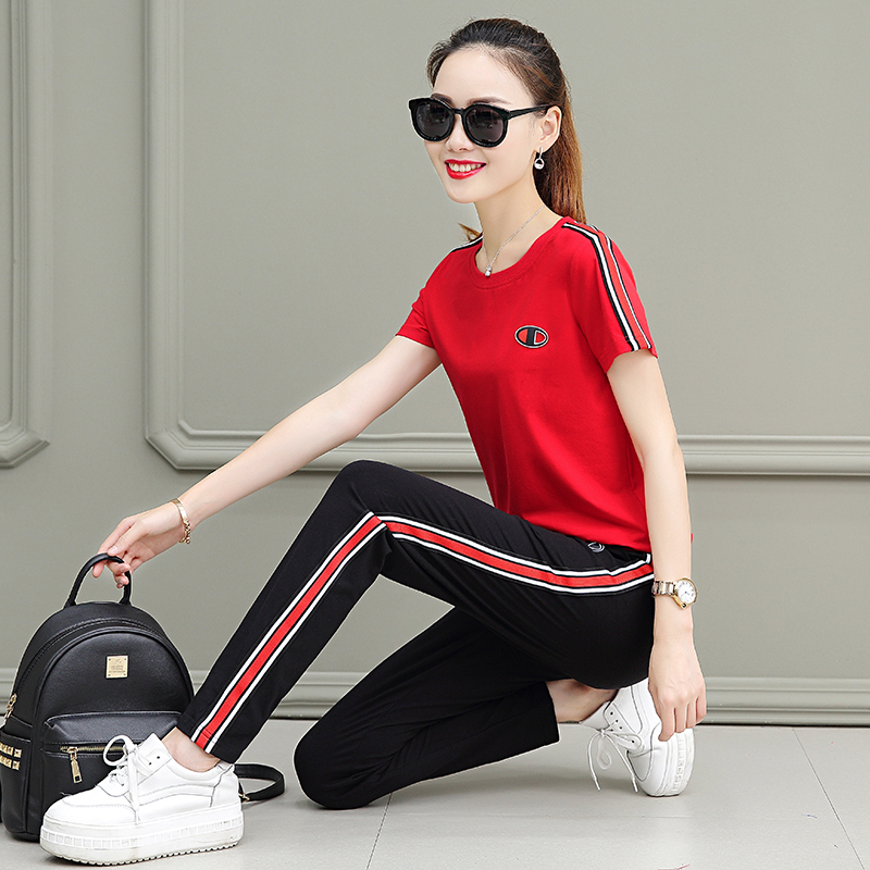 0465ce2ad0177 2019 new Korean fashion short-sleeved trousers loose large size ...