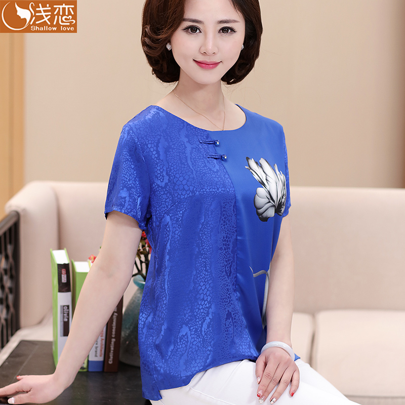 0ec76f04e6c 50 year old aunt with summer loose T-shirt 60 older women in the elderly