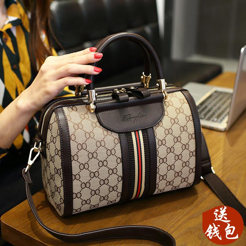 European Station genuine bag female 2019 New ins leather handbags fashion wild cylinder Super fire pillow bag tide 8