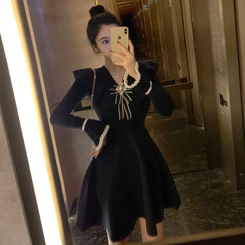 2019新款秋冬裙法式蝴蝶结气质边名媛小香风荷叶针织连衣裙女黑色