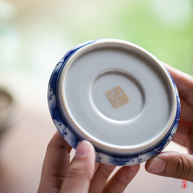 Royal blue and white edge alum in red maple hall hand - made landscape cover place jingdezhen cover the set value, the it tea cover cap
