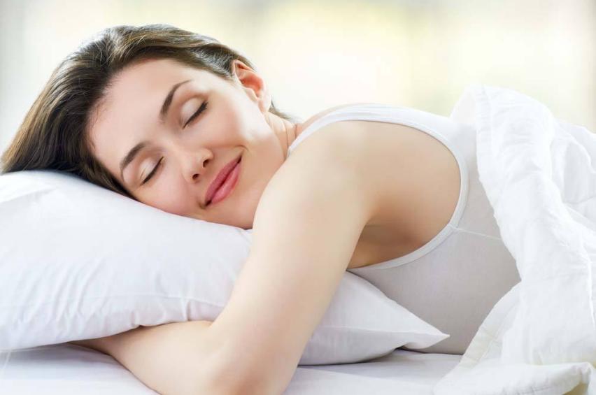 """同样睡""""美容觉"""",为何别人比你美?"""