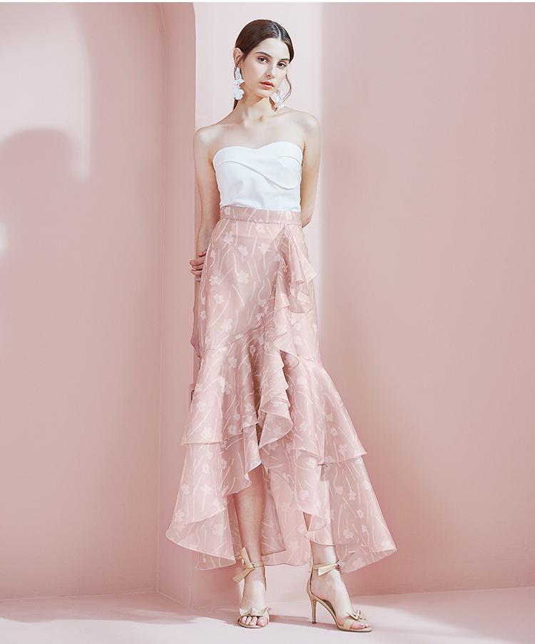 裸粉飘逸甜美的半身裙