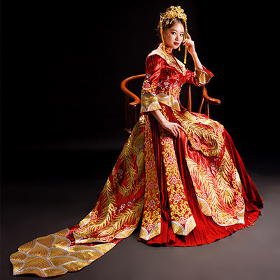 Chinese wedding dress tail style Xiuhe Dress Bride Wedding Toast dress Fengguan Xiamen